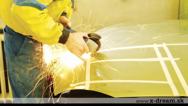 Výroba a montáž funkčného prieduchu v kapote